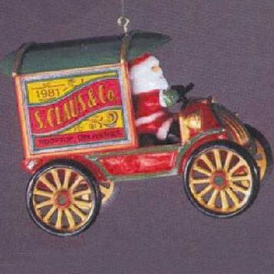 Rooftop Deliveries Here Comes Santa 3rd in Series 1981 Hallmark Ornament QX4382