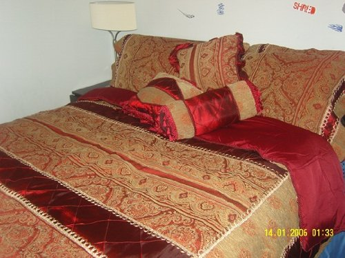 Luxury New Harold 7- Pcs Nanshing chenille Comforter Set, Size Queen, 100% Polyester Fiber, High Quality, 1 Comforter, 2 Pillow Shams, 1 Bed Skirt, 1 Square Pillow, 1 Neck Roll , 1 Oblong Pillow, Color: Burgundy, Beautiful.