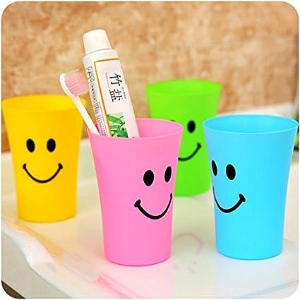 Generic verde: en casa cuarto de baño cepillado taza vaso lavado de plástico taza de