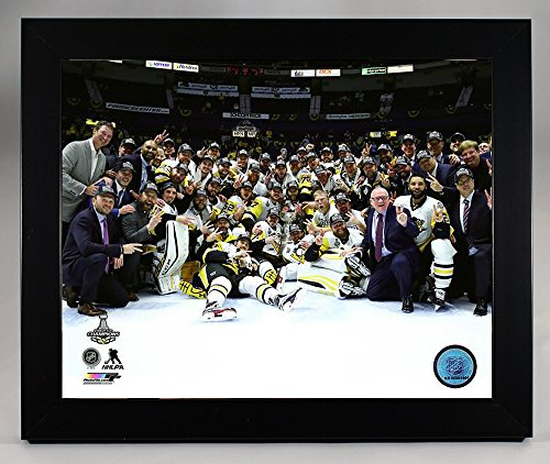 Framed Pittsburgh Penquins Sidney Crosby & Evgeni Malkin And Team On Ice Photo Of The 2017 Stanley Cup Champions. 8x10 Photo Picture (Crosby Framed)