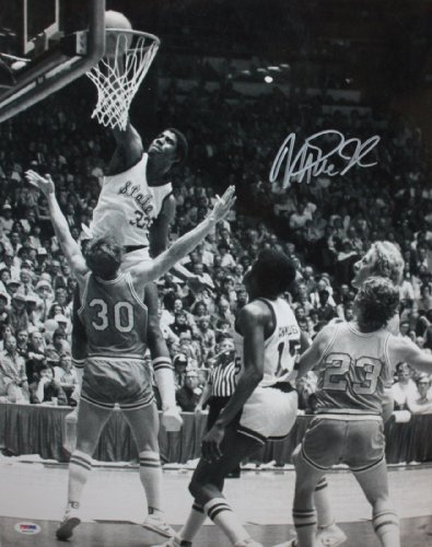 Magic Johnson Autographed 16x20 Michigan State BW Photo- PSA/DNA Authenticated