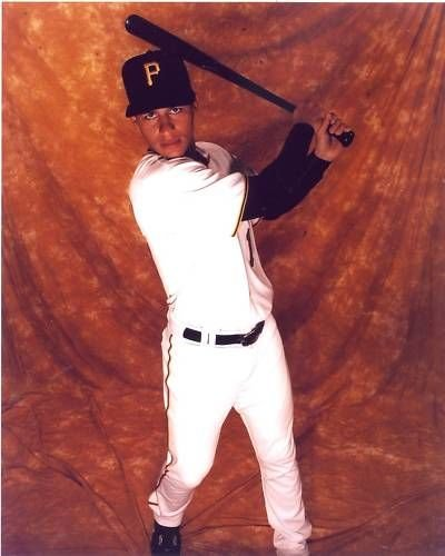 RONNY CEDENO PITTSBURGH PIRATES UNSIGNED 8X10 PHOTO ()