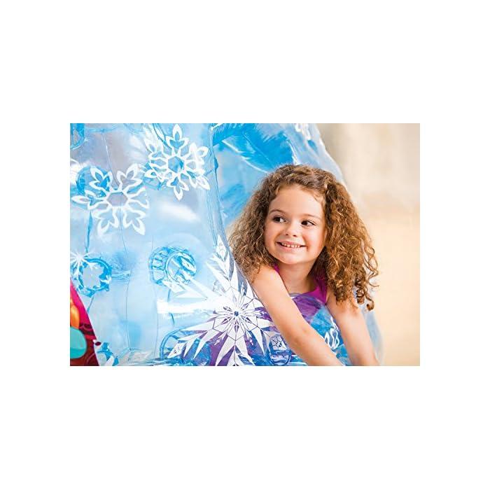 51qJmtaKciL Iglú hinchable Frozen de Intex. Medidas del iglú: 185x157x107 cm Iglú fabricado con vinilo muy resistente y de color azul transparente para mayor seguridad de los niños Incluye 12 pelotas de colores de Fun Ballz de 6,5 cm para encajarlas en los agujeros interiores del iglú