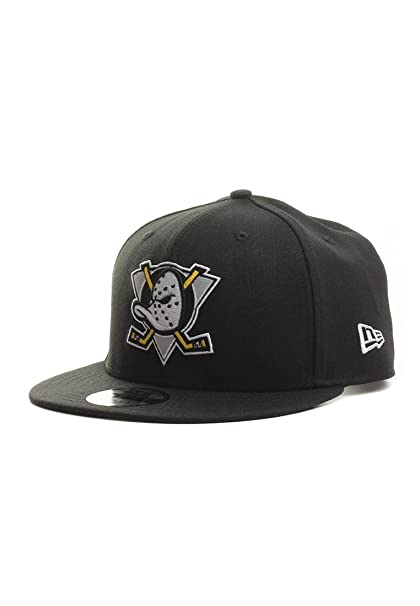 super popular cb524 804de Amazon.com   100 % Authentic NWT Discontinued NHL Anaheim Mighty Ducks  Throwback Logo Limited Edition Very Rare 9Fifty 950 SnapBack Snap Back Black  hat   ...
