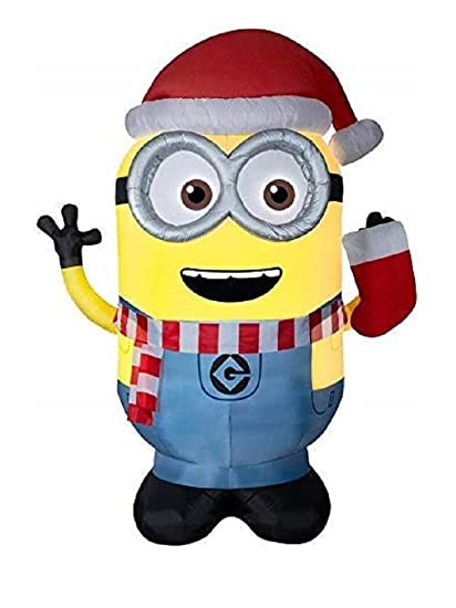 Minion Christmas.Gemmy Universal 8 99 Ft X 4 69 Ft Lighted Minion Christmas Inflatable