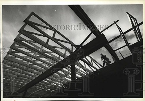 1990 Press Photo Construction of roof on new mall in Pines Towne - Mall Towne