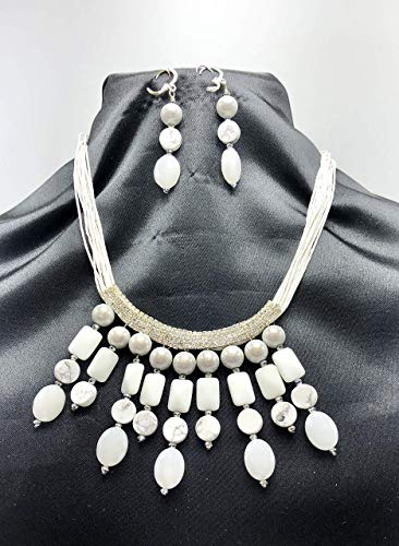 MULTI STRING WHITE CORD NECKLACE SET, CLUSTERED WITH WHITE RHINESTONE PENDANT INCORPORATED WITH GEMSTONES OF MULTI SIZES MATCHING WITH EARRINGS SET