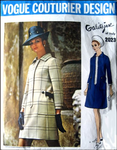 (Vintage 1960s Mod Vogue Couturier Design Pattern By Galitzine of Italy Number 2023)