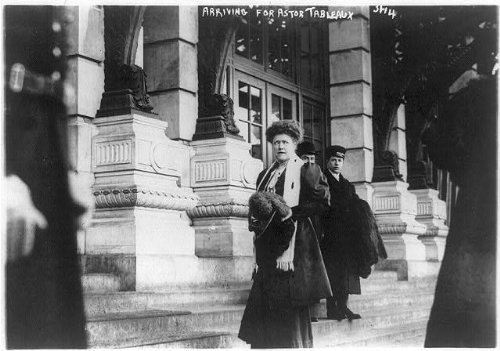 Photo: Mrs. J.R. Livermore arriving for Astor tableaux. 1914. New York?