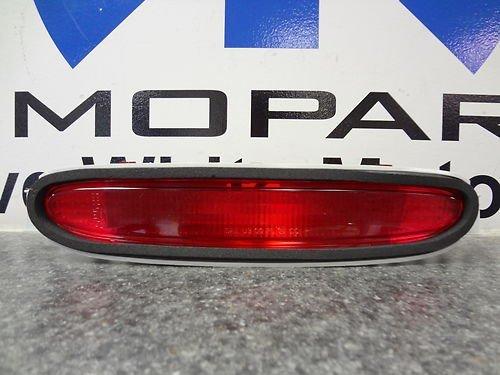 - 2000-2005 DODGE NEON HIGH MOUNT 3RD THIRD BRAKE STOP LAMP LIGHT MOPAR FACTORY NEW OEM