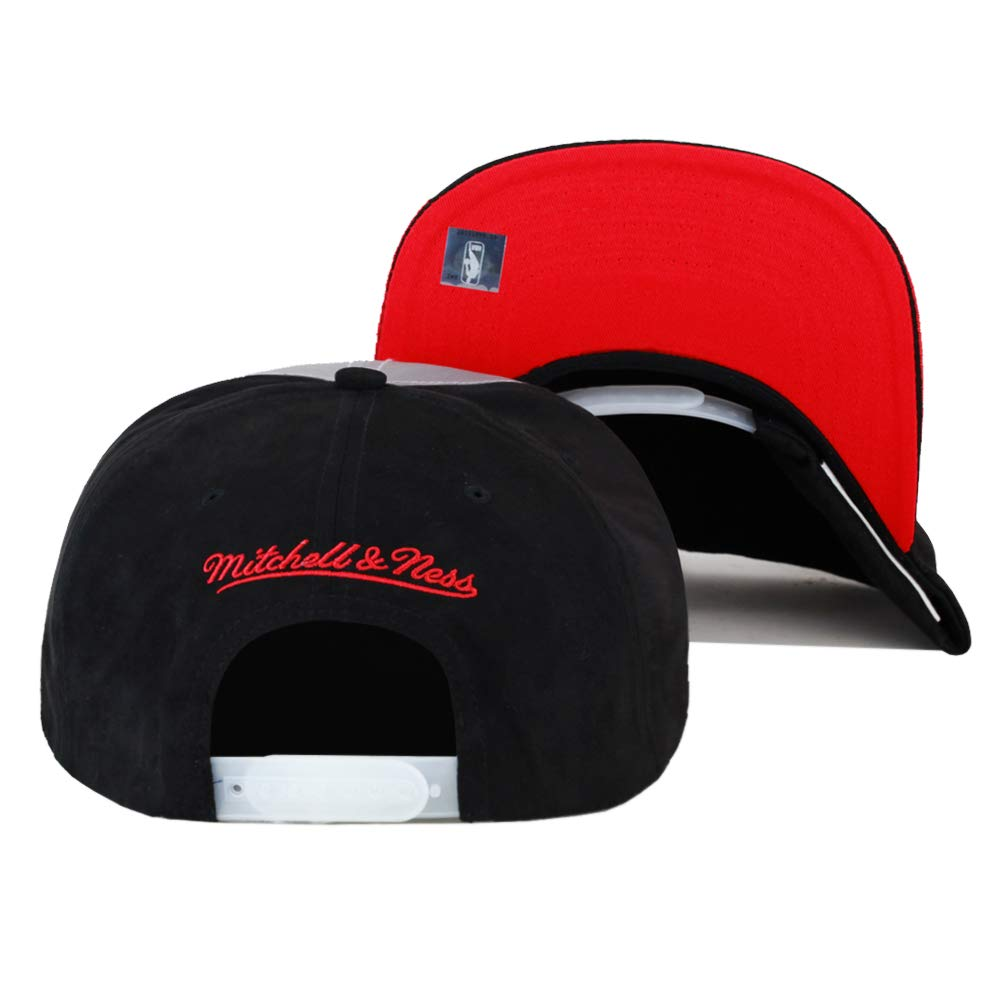 the best attitude 6606e a72fd Amazon.com  Mitchell   Ness Chicago Bulls Snapback Hat Cap Reflective (3M) Black Red  for Jordan 5  Clothing