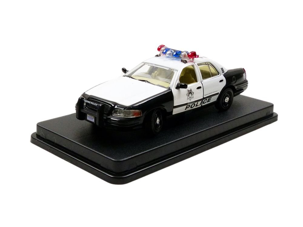 Greenlight The Hangover 2009 2000 Ford Crown Victoria Police Interceptor Vehicle 1 43 Scale