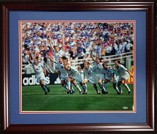 USA Womens 1999 World Cup Soccer Champs Team signed auto 16x20 Chastain, Hamm, Foudy 21 Autos STEINER