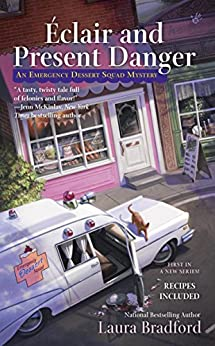 Éclair and Present Danger (An Emergency Dessert Squad Mystery) by [Bradford, Laura]