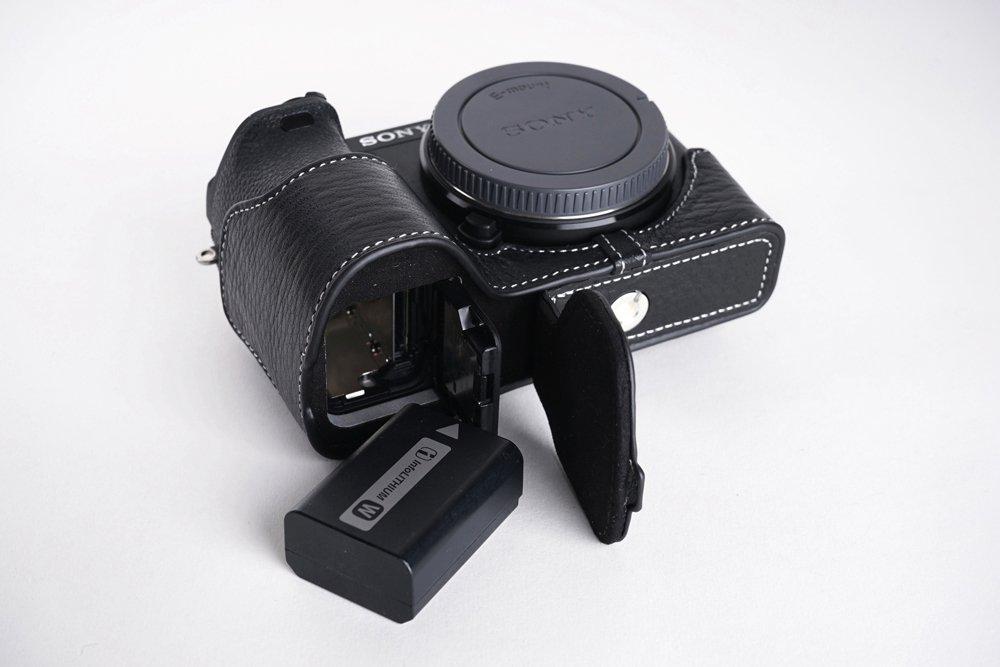SONY ソニー α6500用本革カメラケース(電池,SDカード交換可) 各種カラー (カメラケース&ストラップ&バッテリーケース, ブラック) カメラケース&ストラップ&バッテリーケース ブラック B06XDXZ59T