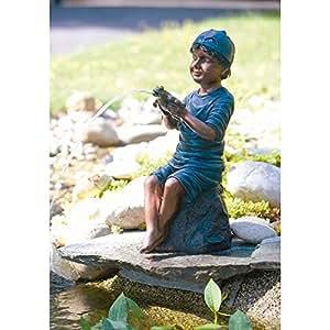 Lucas con la figura Frog Pond, 45cm