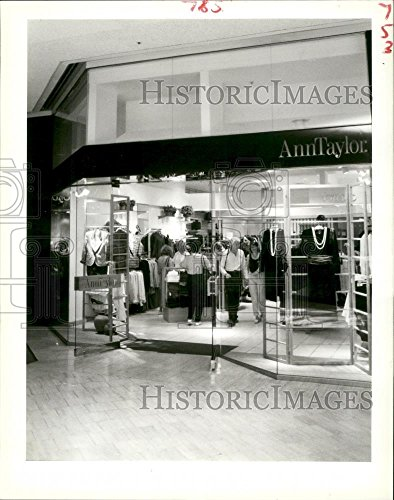 1988 Press Photo Ann-Taylor Store in Canal Place, New Orleans - - New Canal Orleans Place