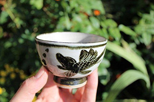 (Chinese beautiful porcelain tea cup with black fish, Qing Dynasty style)