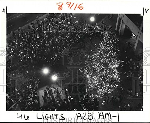 1984 Press Photo 50-foot Christmas tree lighting show, Canal Place, New - Orleans New Canal Place