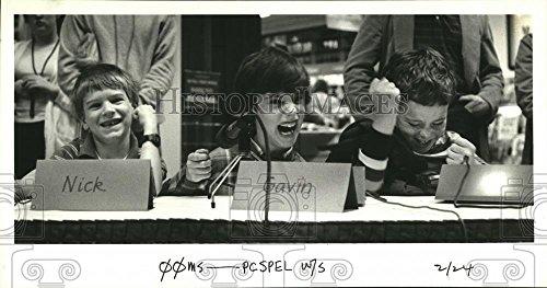 1986 Press Photo Gladstone Elementary School students at Clackamas Town - Town Clackamas Center