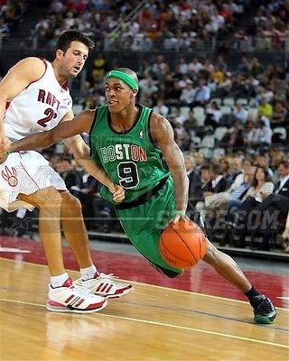 (Rajon Rondo Boston Celtics dribble Italian jersey 8x10 11x14 16x20 photo 286 - Size 11x14)