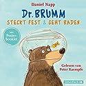 Dr. Brumm steckt fest / Dr. Brumm geht baden (Dr. Brumm) Hörspiel von Daniel Napp Gesprochen von: Peter Kaempfe