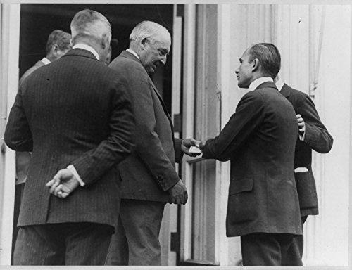 1922 Photo Harding buys treasury savings certificates President Warren Harding standing with group of men as he purchases treasury savings certificates.
