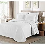 C&U 3 Piece White Oversized Bedspread Queen, Geometric Pattern Oversize to The Floor Extra Long Bedding, Wide Drapes Over Edge Drops Down Shabby Chic French Country Checkered Plaid, Cotton