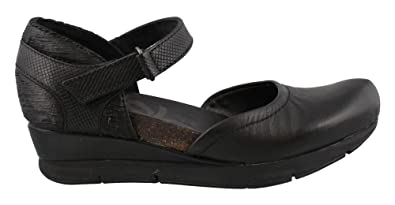 OTBT Women s Companion Closed Toe Wedges - Black - 5.5 3a332351aa43