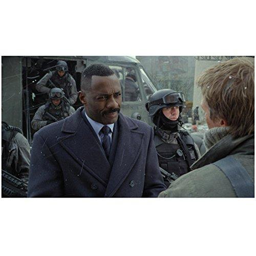 Pacific Rim (2013) 8x10 Photo Handsome Idris Elba Wearing Heavy Coat Soldiers in Background kn
