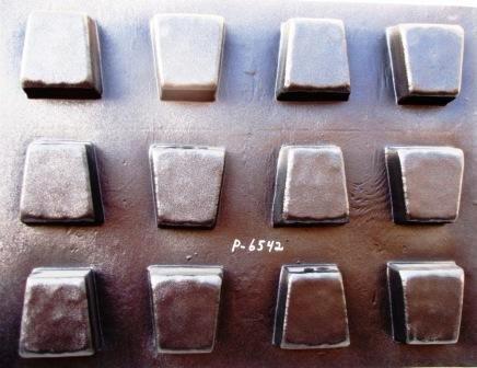 "6 Keystone Molds Make 6"" x 5"" x 4"" x 2.5"" Thick Driveway or Patio Pavers"