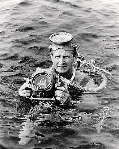 GLOSSY PHOTO PICTURE 8x10 Lloyd Bridges Sea Hunt Black And White