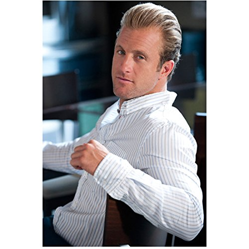 Entourage Scott Caan as Scott Lavin Seated 8 x 10 Inch - Jeremy Suit Scott