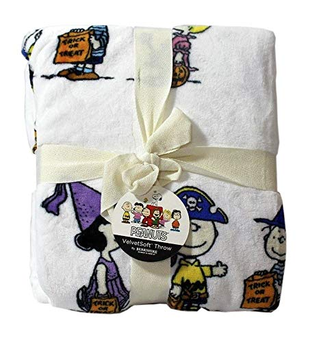 Berkshire Halloween Blanket Peanuts Velvet Soft Plush Blanket (Snoopy Characters in Costumes)]()
