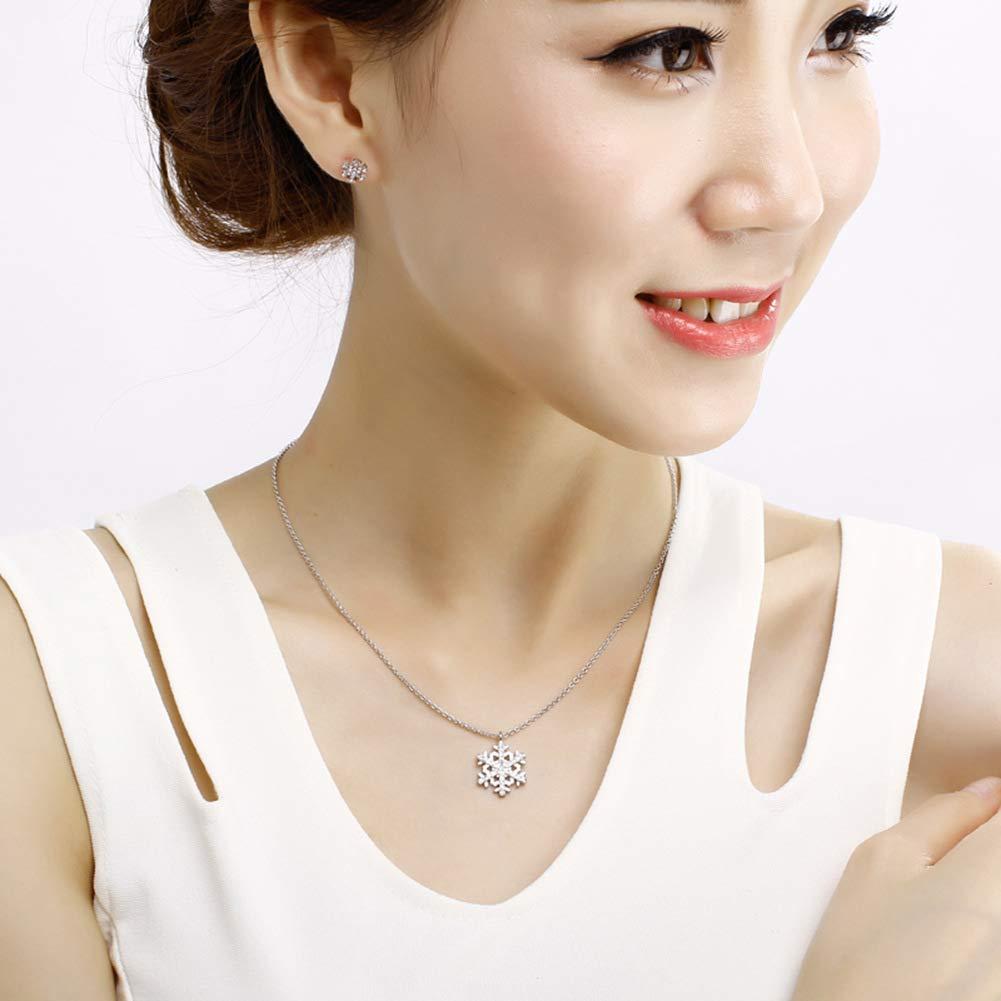 Women Elegant European and American Jewelry Fashion Trend Alloy Necklace Female Christmas Snowflake Diamond Pendant Necklace