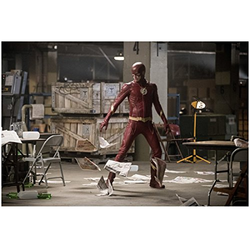 Grant Gustin 8 inch x 10 inch Photograph Arrow (TV Series 2012 -) Watching Paper Swirl Around Room kn