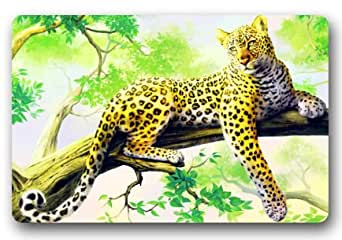 Leopardo en un árbol mirando At You Floor Mat