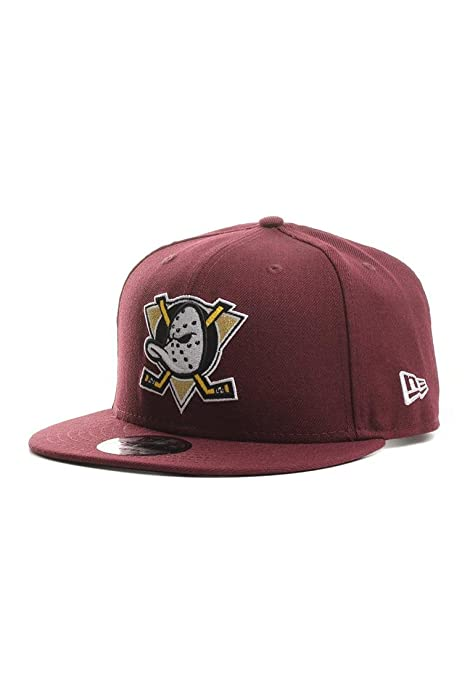 467dada7c9b Amazon.com   100 % Authentic NWT Discontinued NHL Anaheim Mighty Ducks  Throwback Logo Limited Edition Very Rare 9Fifty 950 SnapBack Snap Back  Maroon hat ...