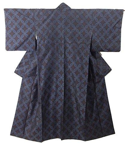 共同選択三角形竜巻リサイクル 着物 大島紬  緯絣 七宝つなぎ 正絹 袷 裄66.5cm 身丈159cm