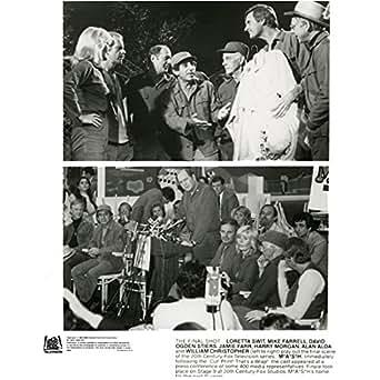 MASH Wayne Rogers as Trapper John with Alan Alda as Hawkeye 8 x 10 Inch Photo