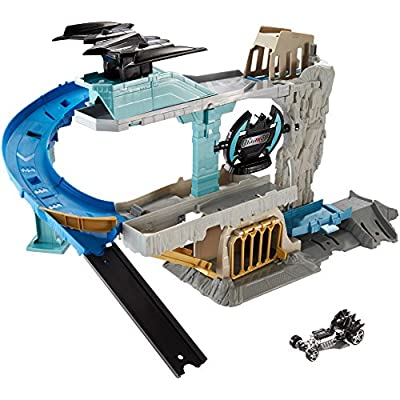 Hot Wheels DC Batcave Playset: Toys & Games