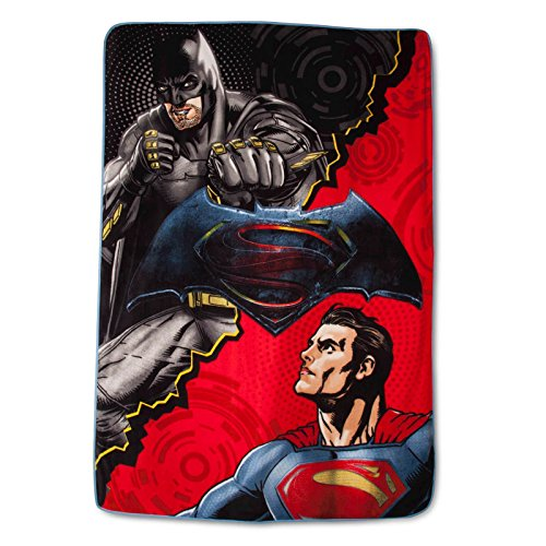 Batman vs Superman Plush Blanket - Twin 62x90 - Multicolor