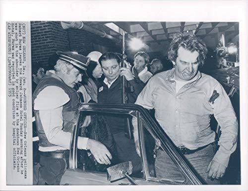 Vintage Photos 1967 Photo New Orleans Policeman Robert Burns Howard Johnson Hotel Workers 7x9