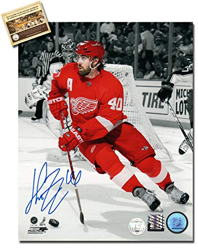 Henrik Zetterberg Autographed 8 x 10 Hockey Photo Memorabilia Certified with WCA Dual Authentication Holograms and COA