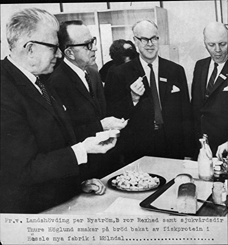 vintage-photo-of-general-brother-rexed-and-sjukv229rdsdir-thure-hoglund-taste-bread-baked-fish-prote