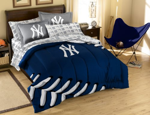 (The Northwest Company MLB New York Yankees Full Bed in a Bag with Applique Comforter)