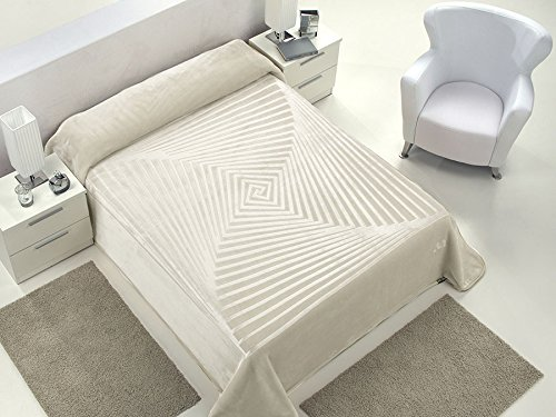 European - Made in Spain warm blanket Serena 220x240 Natural Color 1 PLY by MORA Blankets