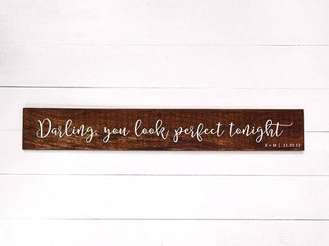 Celycasy Darling You Look Perfect Tonight Schild Custom Ed Sheeran Lyrics Schild Farmhouse Decor Personalized Wedding Song Wood Anniversary Sign Amazon De Küche Haushalt Wohnen