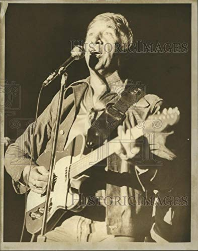 Historic Images - 1976 Vintage Press Photo Country Western Singer Buck Owens Performs - mjb20928 (Singer Buck Owens)