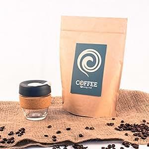 Preparación del corcho de la prensa KeepCup pequeñas y café del mes